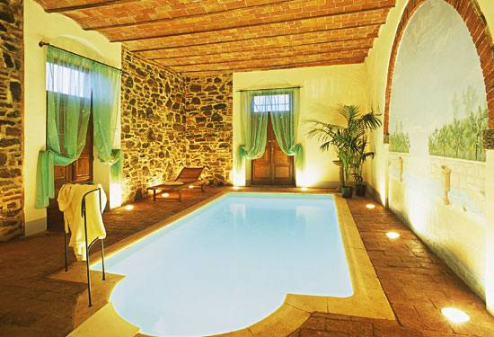 http://cortona.tuscantreasures.net/big_piscina_internal.jpg